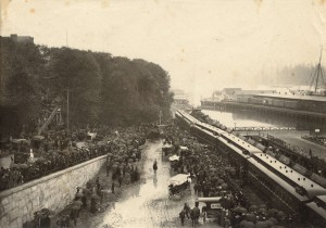 Crowds-gather-at-the-C.P.R.-station-for-departure-of-the-Vancouver-detachment-to-the-Boer-War-October-1899-300x210