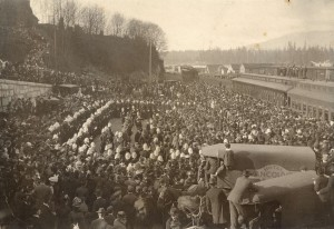 Crowds-greet-soldiers-returning-from-the-Boer-War-at-the-C.P.R.-Station-December-31st-1900-300x206